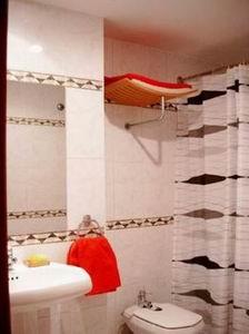 Apartment for rent near the retiro park madrid for Bathrooms in retiro park