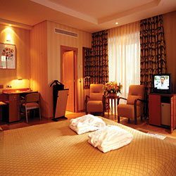 Hotel petit palace londres in madrid spain for Londres hotel madrid