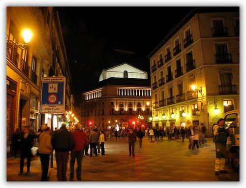 La calle del arenal street in madrid spain for Hotel arenal madrid